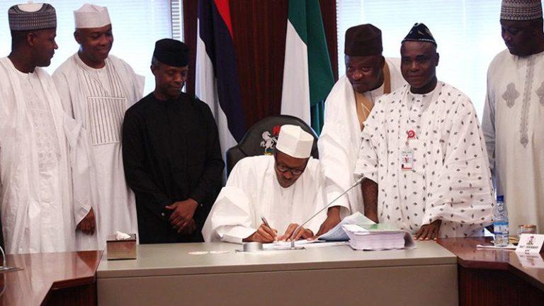 Buhari signing 2018 budget